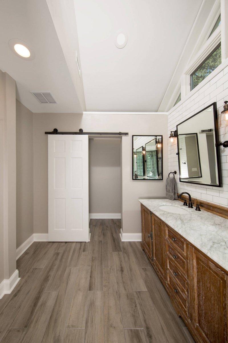 bathroom_9-21-17_560