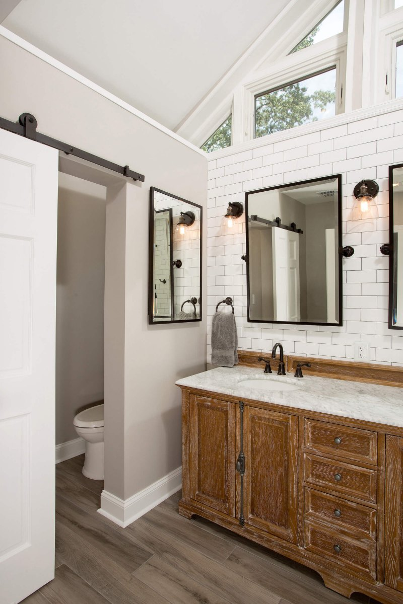 bathroom_9-21-17_584