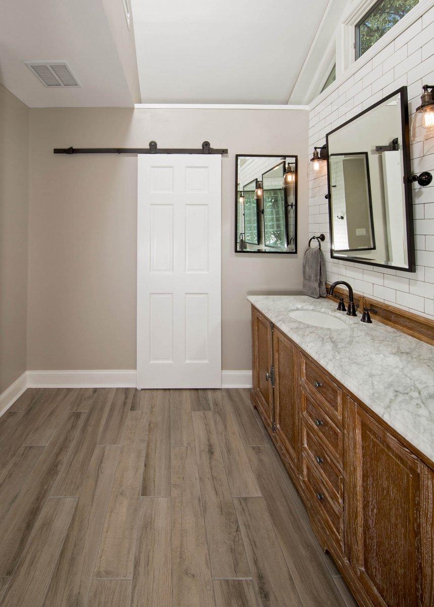 bathroom_Door_crop_9-21-17_566