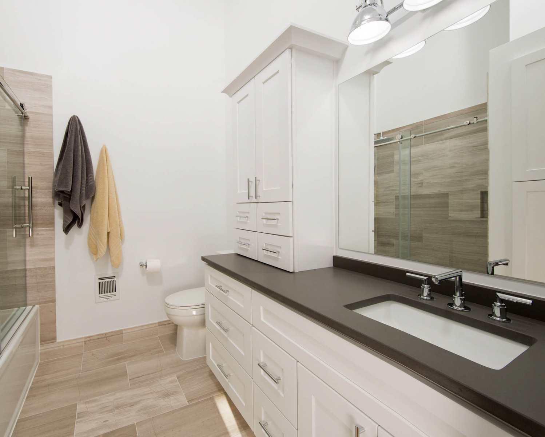 bathroom_crop_10-19-17_799